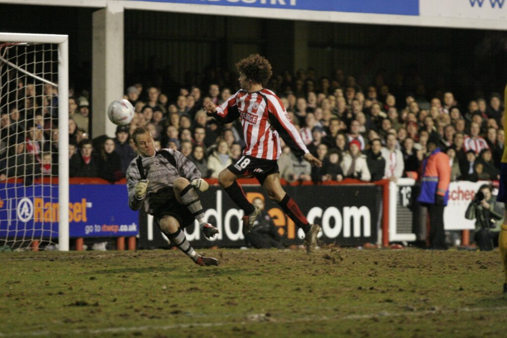 Deon Burton goes close against Southampton
