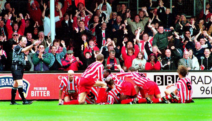 Brentford players celebrate at Cambridge in 1999